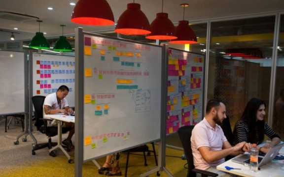 Gigantes se conectam às startups para inovar