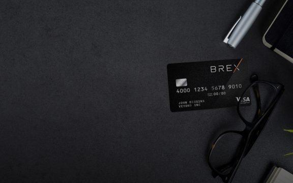Criada por brasileiros de 22 anos, startup Brex alcança o valor de US$ 1 bilhão