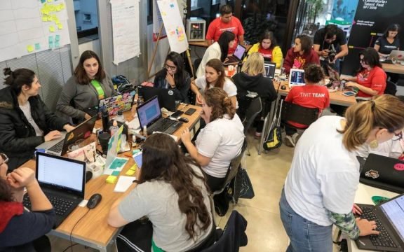 Center Norte faz hackathon com apoio do OasisLab